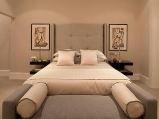 Master Bedroom:  Bedroom by Roselind Wilson Design