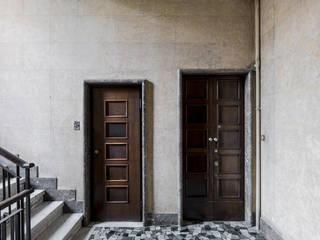 Pasillos, vestíbulos y escaleras de estilo moderno de cristianavannini | arc Moderno