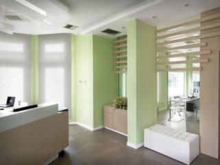 Agenzia immobiliare: Negozi & Locali commerciali in stile  di Albini Architettura