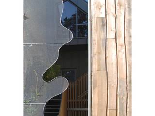 Réhabilitation et extension d'un immeuble pour la création de deux logements et d'un garage Maisons originales par Pascale Minier Architectes Éclectique