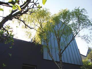 Réhabilitation et extension d'un immeuble pour la création de deux logements et d'un garage: Maisons de style  par Pascale Minier Architectes