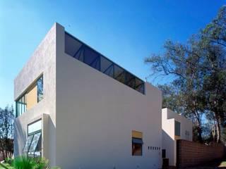 Modern houses by Taller Luis Esquinca Modern