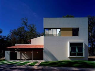 Case moderne di Taller Luis Esquinca Moderno