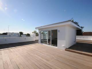 Rowan Walk Modern balcony, veranda & terrace by Coupdeville Modern