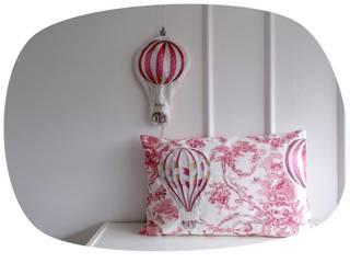 Coussin Toile de Jouy et appliqués montgolfière:  de style  par J'ai pensé à un truc - Déco et créations textiles