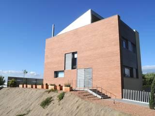 Vivienda Unifamiliar en Testera en Guissona, Lérida Casas de estilo moderno de MALLAM, Servicios de Arquitectura Moderno