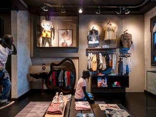 Mini Us : Lojas e imóveis comerciais  por Karina Afonso Arquitetura & Interiores