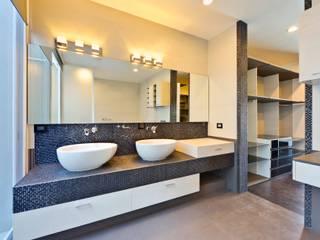 Residencia El Coto Baños minimalistas de Excelencia en Diseño Minimalista