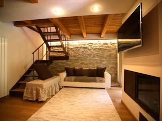 casa in montagna Soggiorno in stile rustico di studio di architettura e design seregno Rustico