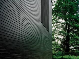 ミニマルな 家 の IOX Architekten GmbH ミニマル