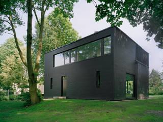 Minimalistyczne domy od IOX Architekten GmbH Minimalistyczny