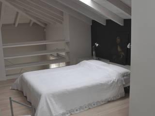 Dormitorios de estilo moderno de PAOLO CAPRIGLIONE ARCHITETTO Moderno