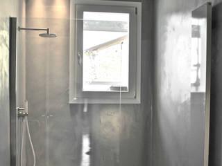 Loft G: Bagno in stile in stile Minimalista di Pinoni + Lazzarini