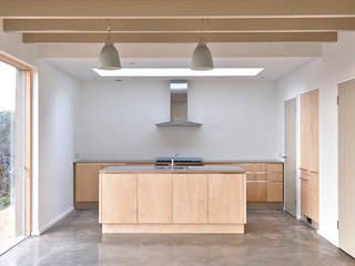 Rose House, Kingsdown Emmett Russell Architects Modern kitchen