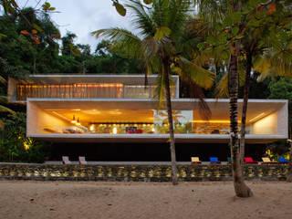 Paraty House: Casas  por Studio MK27