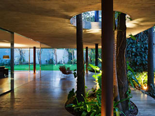 Toblerone House: Jardins  por Studio MK27,