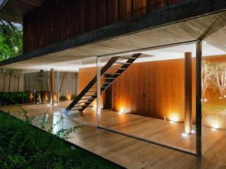 Toblerone House: Casas  por Studio MK27,