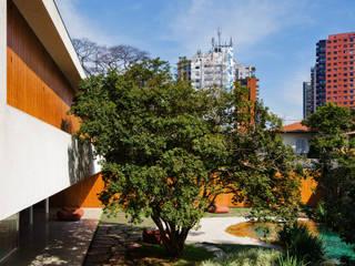 Cobogó House: Casas  por Studio MK27,Moderno