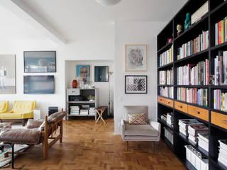 Salas de estar ecléticas por Mauricio Arruda Design