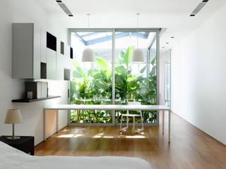 Modern windows & doors by HYLA Architects Modern
