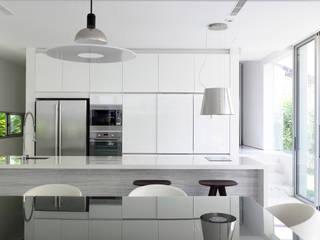 Cocinas modernas de HYLA Architects Moderno