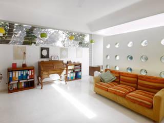 GHOSE HOUSE: modern  by Gaurav Roy Choudhury Architects,Modern