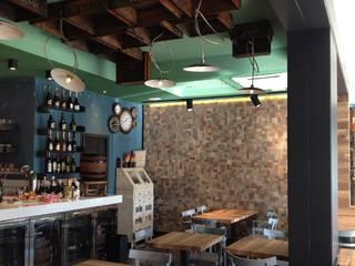 Le Torri, ristorante - pizzeria - caffetteria: Spazi commerciali in stile  di Rossi Architettura