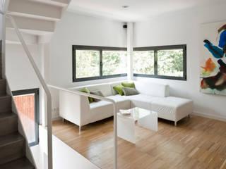 Soggiorno in stile in stile Minimalista di hollegha arquitectos