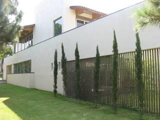 Casas modernas de Taller Luis Esquinca Moderno