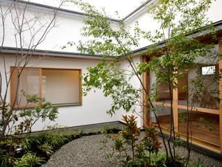 軒下のいえ: ツジデザイン一級建築士事務所が手掛けた庭です。