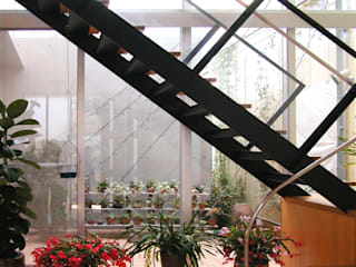 花壇の家: ユミラ建築設計室が手掛けた廊下 & 玄関です。,