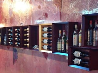 Esigo 5, the wine bookcase por Esigo SRL Moderno