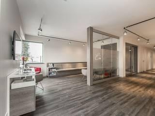 Ein gut geplanter Praxisausbau mit moderner Note Moderne Geschäftsräume & Stores von Geilert GmbH Modern