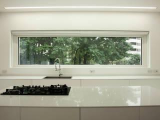 Villa Biancocubo Cucina minimalista di Marg Studio Minimalista