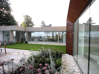 Camlet Way Modern windows & doors by IQ Glass UK Modern