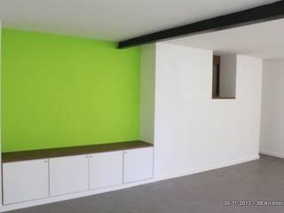 Volumes et couleurs: Salon de style  par 3B Architecture
