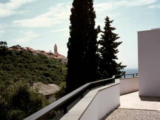 Villa B.  (Cervo, Liguria):  in stile  di Studio Rossi + Secco