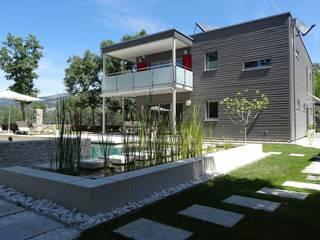 la casa como espacio vital: Casas de estilo moderno de hollegha arquitectos