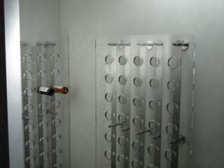 Espositore vini:  in stile  di Arch. Lacquaniti studium