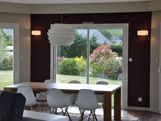 Ré - agencement complet d'un salon / salle à manger Salon par Wellhome - Bebamboo