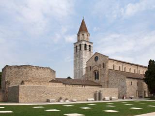 Il complesso Basilicale di Aquileia:  in stile  di GTRF GIOVANNI TORTELLI ROBERTO FRASSONI ARCHITETTI ASSOCIATI