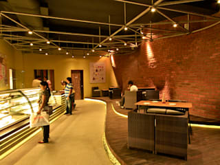 Cake Walk Bakery&Coffee House by Balan & Nambisan Architects Rustic