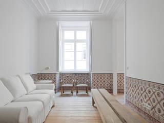 Salones de estilo  de José Adrião Arquitectos