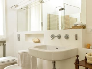 Classic style bathrooms by Tommaso Bettini Architetto Classic