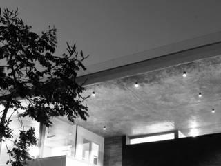 Casas modernas de Balan & Nambisan Architects Moderno