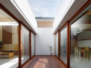 Corridor & hallway by ma-style architects