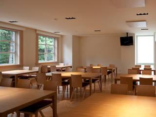 Dining room by 一粒社ヴォーリズ建築事務所, Classic