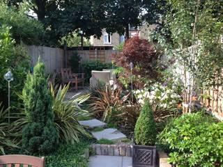 Victorian terrace house Garden Jardines de estilo clásico de Schema Studio Limited Clásico