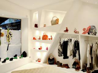 la femme: Spazi commerciali in stile  di Salvatore Nigrelli Architetto