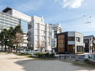 Maisons modernes par 辻岡直樹建築設計事務所㈱ Moderne